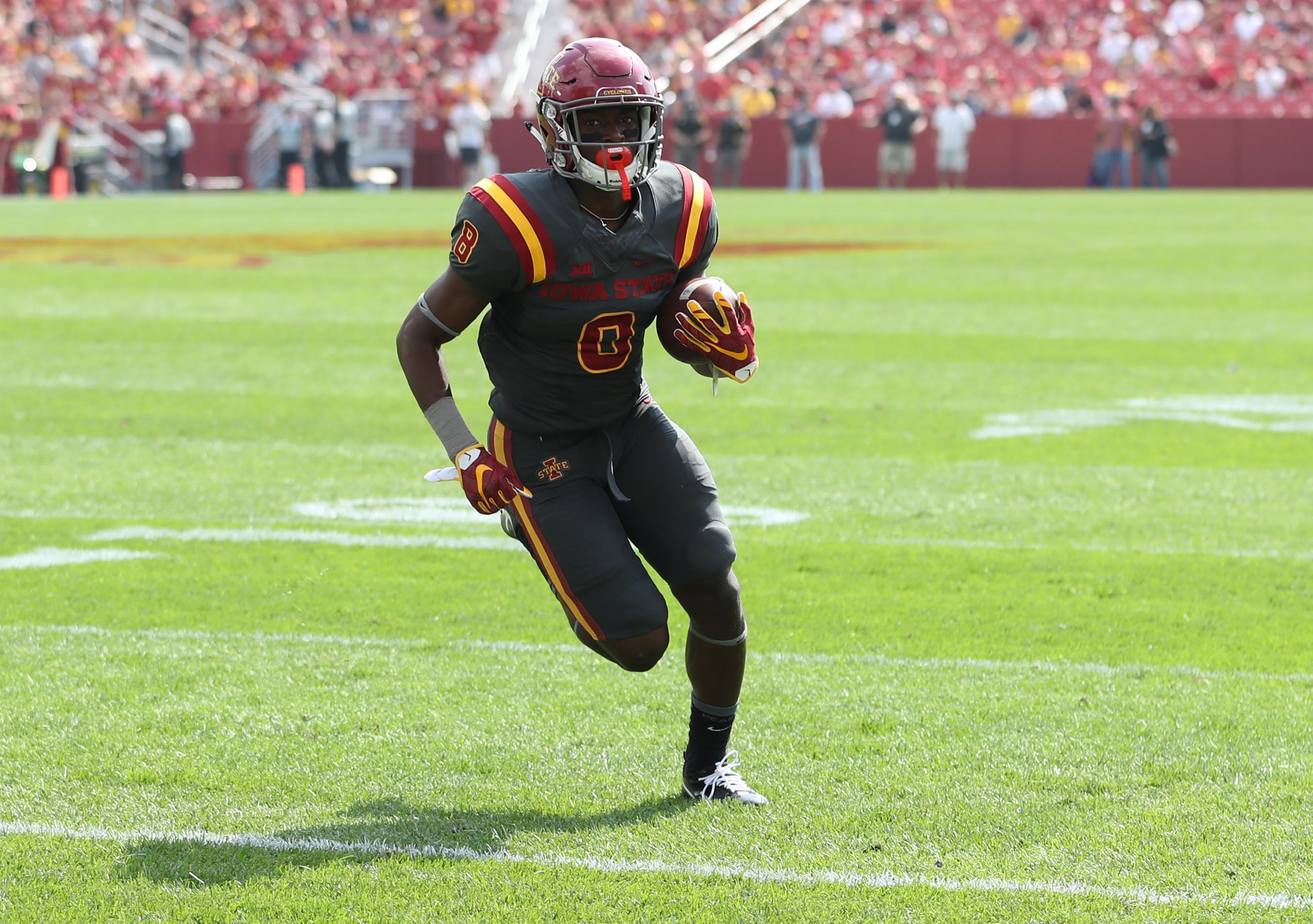 Sep 24, 2016; Ames, IA, USA; Iowa State Cyclones wide receiver Deshaunte Jones (8) gets the corner for a touchdown against the San Jose State Spartans at Jack Trice Stadium. The Cyclones beat the Spartans 44-10. Mandatory Credit: Reese Strickland-USA TODAY Sports