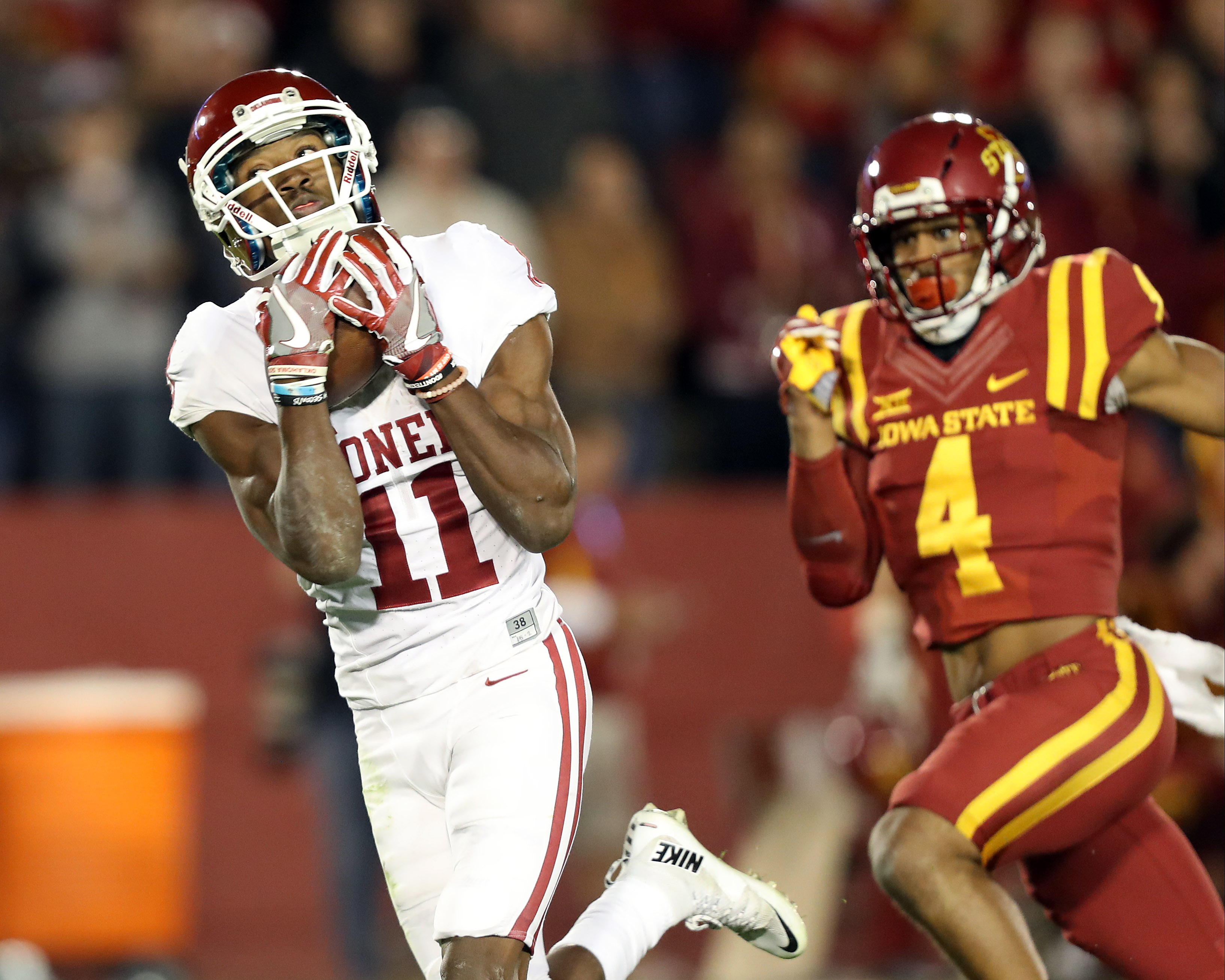 Nov 3, 2016; Ames, IA, USA; Oklahoma Sooners wide receiver Dede Westbrook (11) catches a touchdown pass in front of Iowa State Cyclones defensive back Evrett Edwards (4) at Jack Trice Stadium. Mandatory Credit: Reese Strickland-USA TODAY Sports