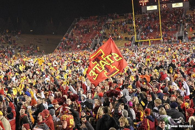 Crowd vs ISU 2011