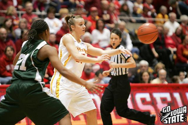 lg Lauren Mansfield passes