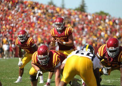 lg Steele Jantz snap vs Iowa 20111