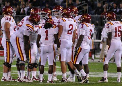 lg Team huddle vs UConn
