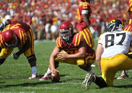 lg Tom Farniok snap vs Iowa 2011